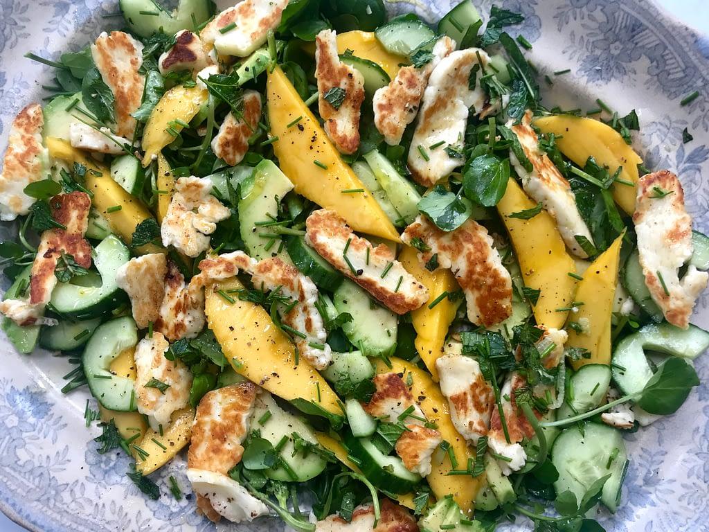 Mango and halloumi salad